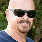Gary Lux hat den Durchblick mit seiner neuen INVU Sonnenbrille